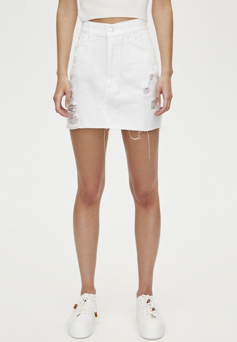 PULL&BEAR - MIT RISSEN  - Denim skirt - white