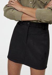 PULL&BEAR - MIT PASSE  - Áčková sukně - black - 4