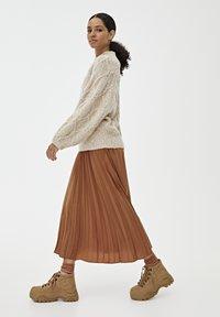 PULL&BEAR - PLISSIERTER - A-line skirt - brown - 3
