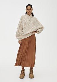 PULL&BEAR - PLISSIERTER - A-line skirt - brown - 1