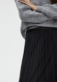PULL&BEAR - A-linjekjol - black - 4