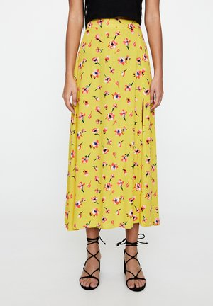 MIT PRINT UND SCHLITZEN - A-line skirt - mustard yellow