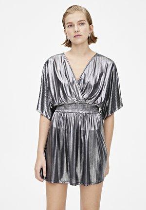 KARIERTES BABYDOLL-KLEID 05391313 - Sukienka koktajlowa - light grey