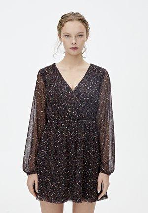 IN WICKELOPTIK - Robe d'été - dark grey