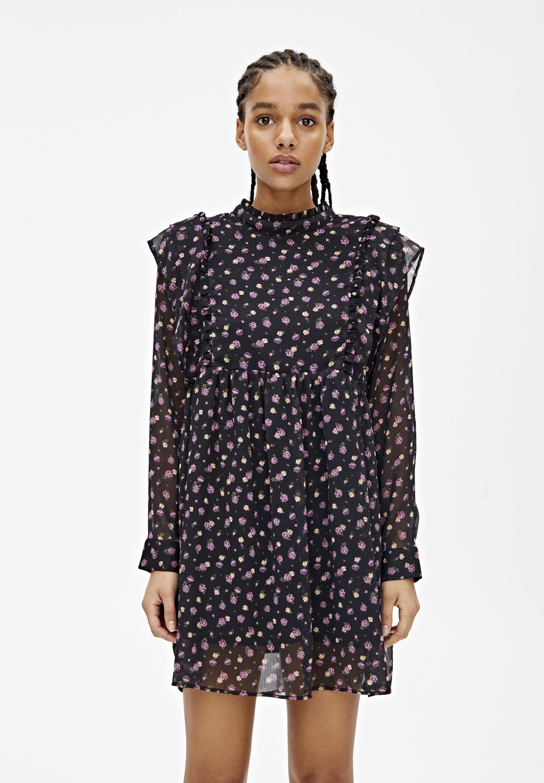 PULL&BEAR LANGÄRMELIGES KLEID MIT BLUME 05391317 - Sukienka letnia - black