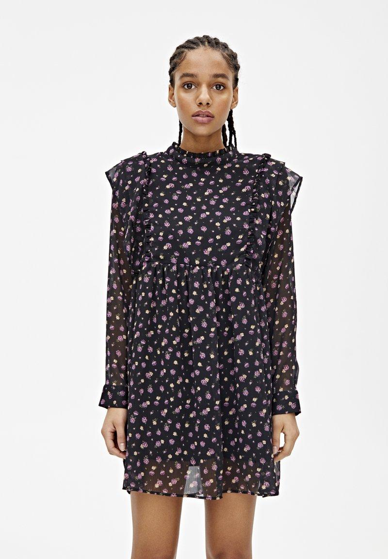 PULL&BEAR - LANGÄRMELIGES KLEID MIT BLUME 05391317 - Sukienka letnia - black