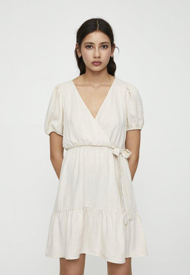 MIT SEITLICHEM STREIFEN  - Korte jurk - beige
