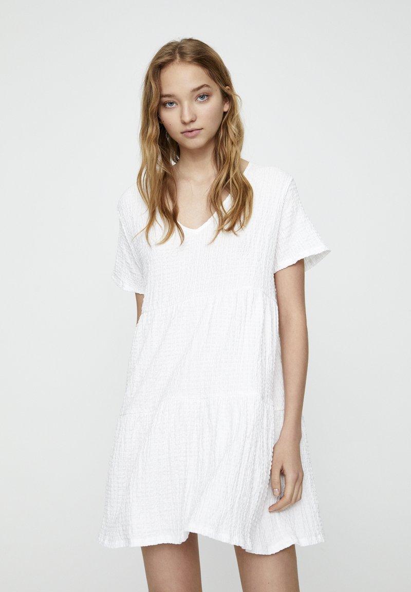 PULL&BEAR - IN WICKELOPTIK - Day dress - white