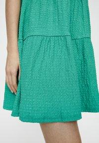 PULL&BEAR - IN WICKELOPTIK - Denní šaty - mottled dark green - 5