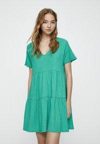 PULL&BEAR - IN WICKELOPTIK - Denní šaty - mottled dark green - 0