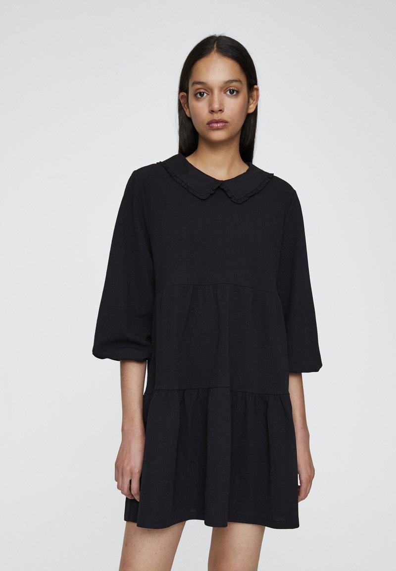 PULL&BEAR - MIT KNÖPFEN - Denní šaty - black