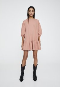 PULL&BEAR - DENIMKLEID MIT V-AUSSCHNITT - Robe d'été - rose - 1