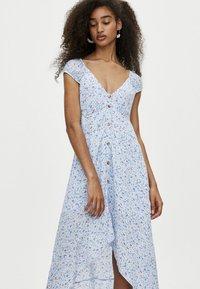 PULL&BEAR - MIT KNÖPFEN - Shirt dress - light blue - 3
