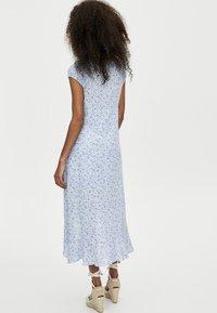 PULL&BEAR - MIT KNÖPFEN - Shirt dress - light blue - 2