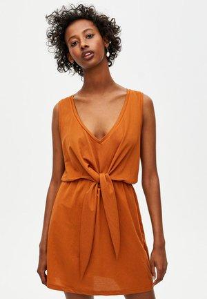 MIT KNOTEN  - Robe d'été - brown
