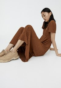 PULL&BEAR - Maxikjoler - brown