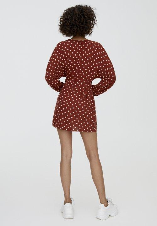 80% ZNIŻKI PULL&BEAR MIT TUPFEN - Sukienka letnia - bordeaux Odzież Damska Sukienki LHUL-NI3