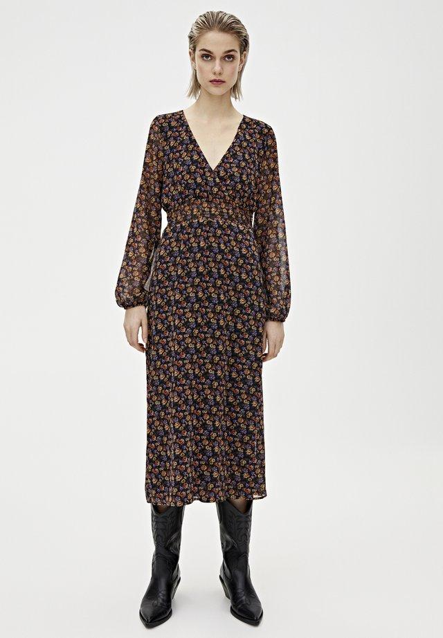 GESMOKTES MIDIKLEID MIT PRINT 09390417 - Korte jurk - brown
