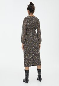 PULL&BEAR - GESMOKTES MIDIKLEID MIT PRINT 09390417 - Day dress - black - 2