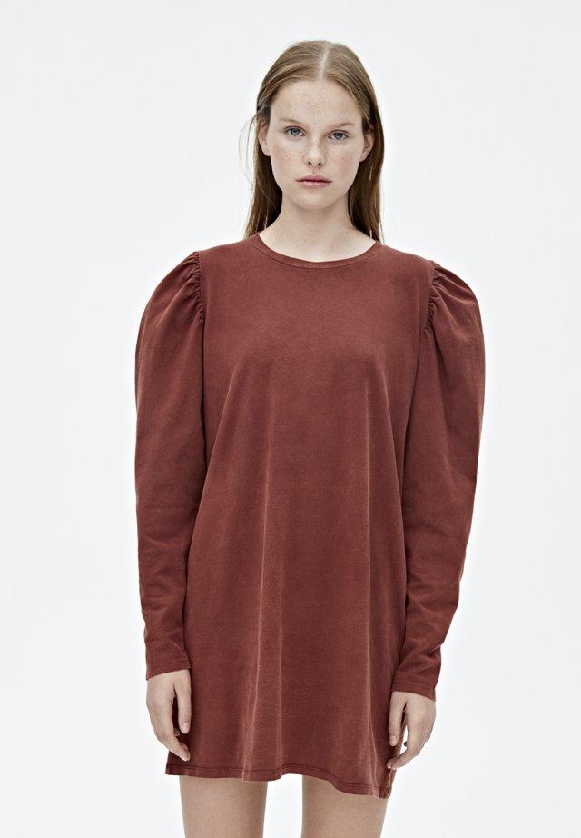 MIT BALLONÄRMELN  - Sukienka z dżerseju - bordeaux