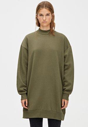 MIT GERIPPTEM STEHKRAGEN - Denní šaty - dark green