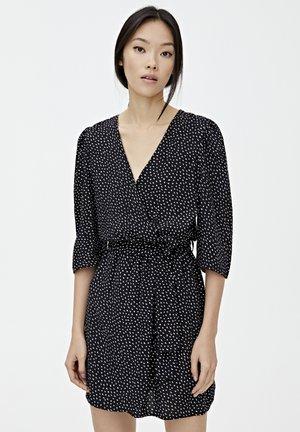 MIT FLECKENPRINT - Sukienka letnia - black