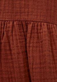 PULL&BEAR - MIT KNÖPFEN - Day dress - mottled red - 5