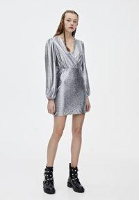 PULL&BEAR - Sukienka koktajlowa - silver - 1