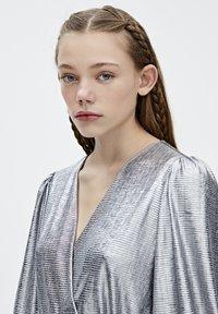 PULL&BEAR - Sukienka koktajlowa - silver - 4