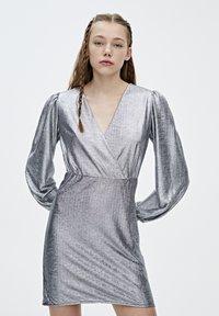 PULL&BEAR - Sukienka koktajlowa - silver - 3