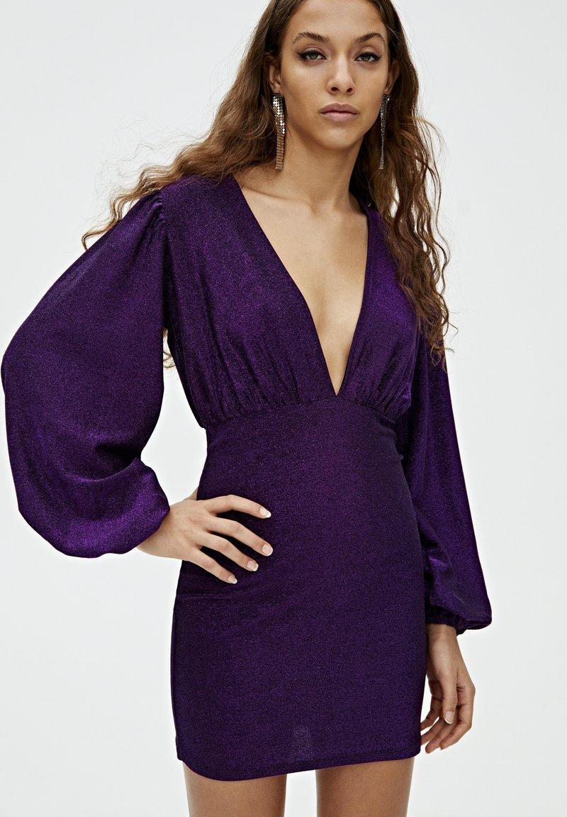 PULL&BEAR - MIT BALLONÄRMELN  - Robe de soirée - purple