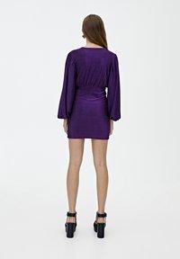PULL&BEAR - MIT BALLONÄRMELN  - Robe de soirée - purple - 2