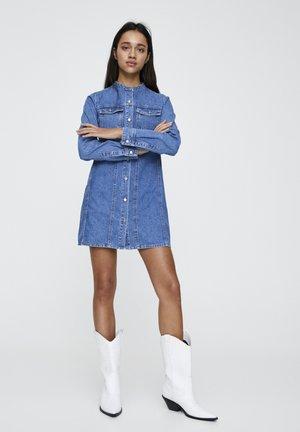 JEANSKLEID MIT MAOKRAGEN 05392301 - Robe en jean - blue