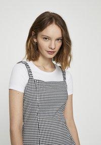 PULL&BEAR - Denní šaty - mottled black - 3
