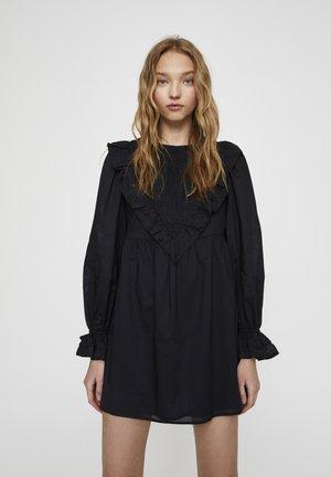 GESMOKTES BABYDOLL - Denní šaty - black