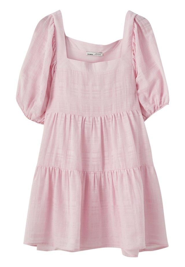 MIT KASTENAUSSCHNITT - Korte jurk - rose