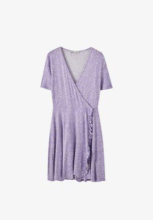 MIT AUSSCHNITT IN WICKELOPTIK UND GEWELLTEM SAUM - Korte jurk - purple