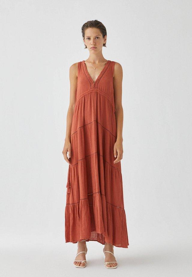 Długa sukienka - light brown