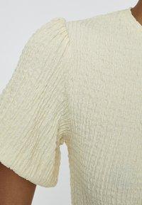 PULL&BEAR - MIT V-AUSSCHNITT  - Bluse - yellow - 5
