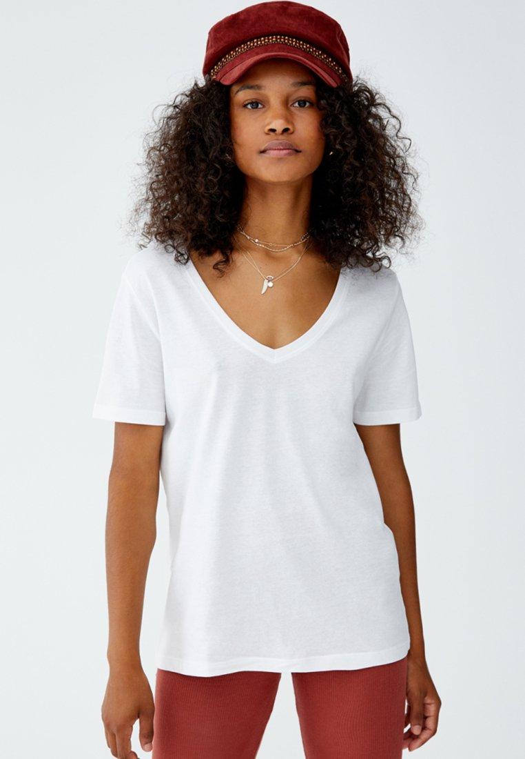 PULL&BEAR - MIT V-AUSSCHNITT - T-shirt basic - white