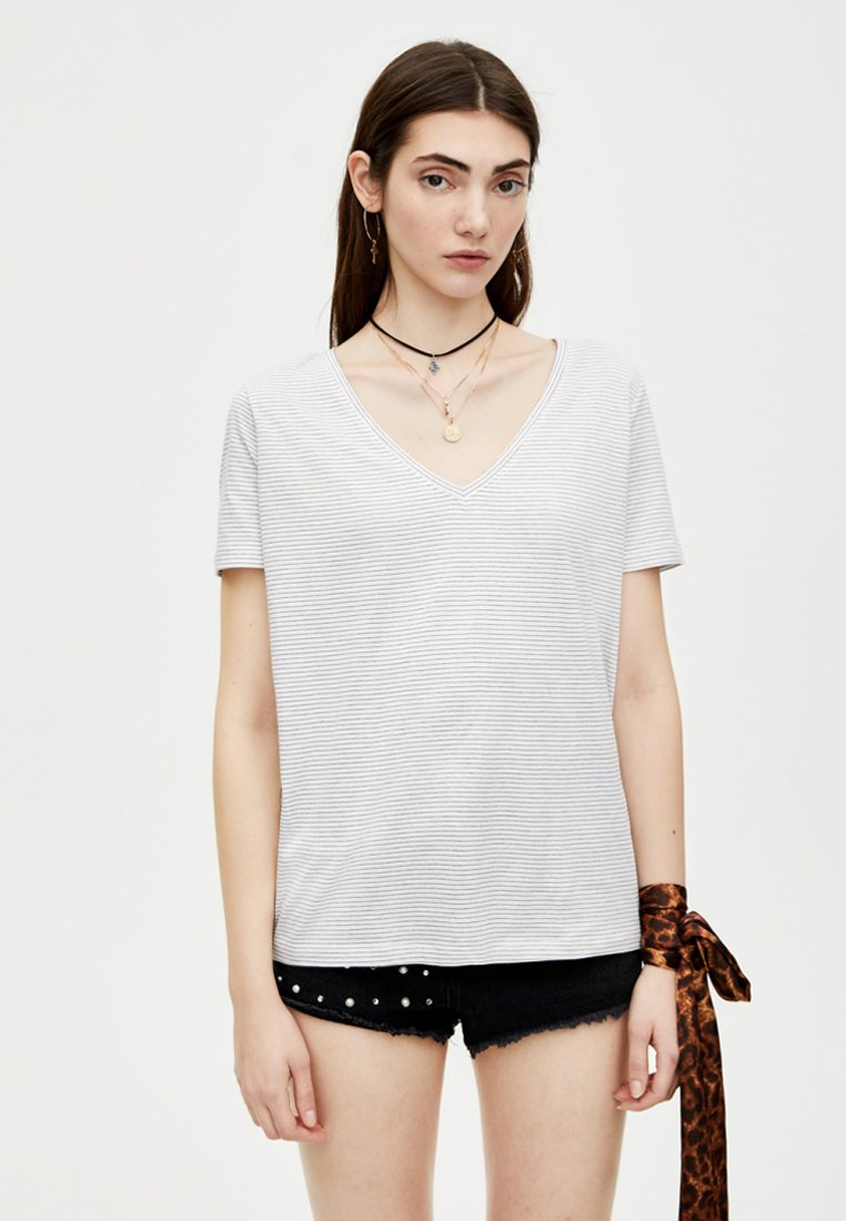 PULL&BEAR - MIT V-AUSSCHNITT - T-Shirt basic - light grey