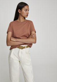 PULL&BEAR - T-shirt basique - rose gold - 3
