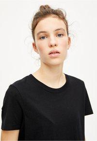 PULL&BEAR - BASIC - T-shirt basique - black - 4