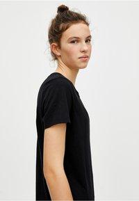 PULL&BEAR - T-shirt basic - black - 3