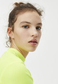 PULL&BEAR - Basic T-shirt - neon yellow - 3