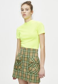 PULL&BEAR - Basic T-shirt - neon yellow - 0