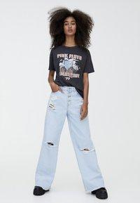 PULL&BEAR - T-shirt med print - black - 1