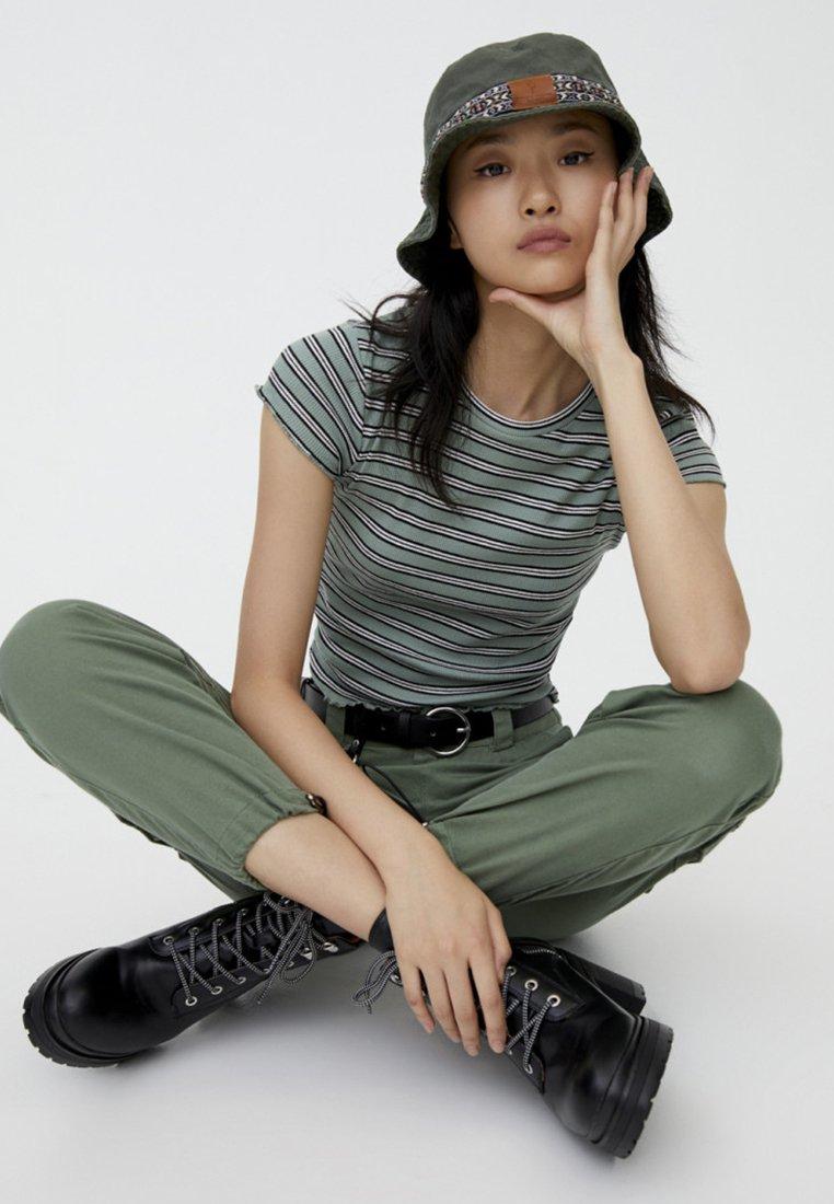 PULL&BEAR - T-shirt print - green