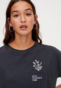 PULL&BEAR - T-Shirt print - dark grey - 4