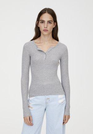 MIT RUNDAUSSCHNITT MIT KNOPFLEISTE - Langærmede T-shirts - grey